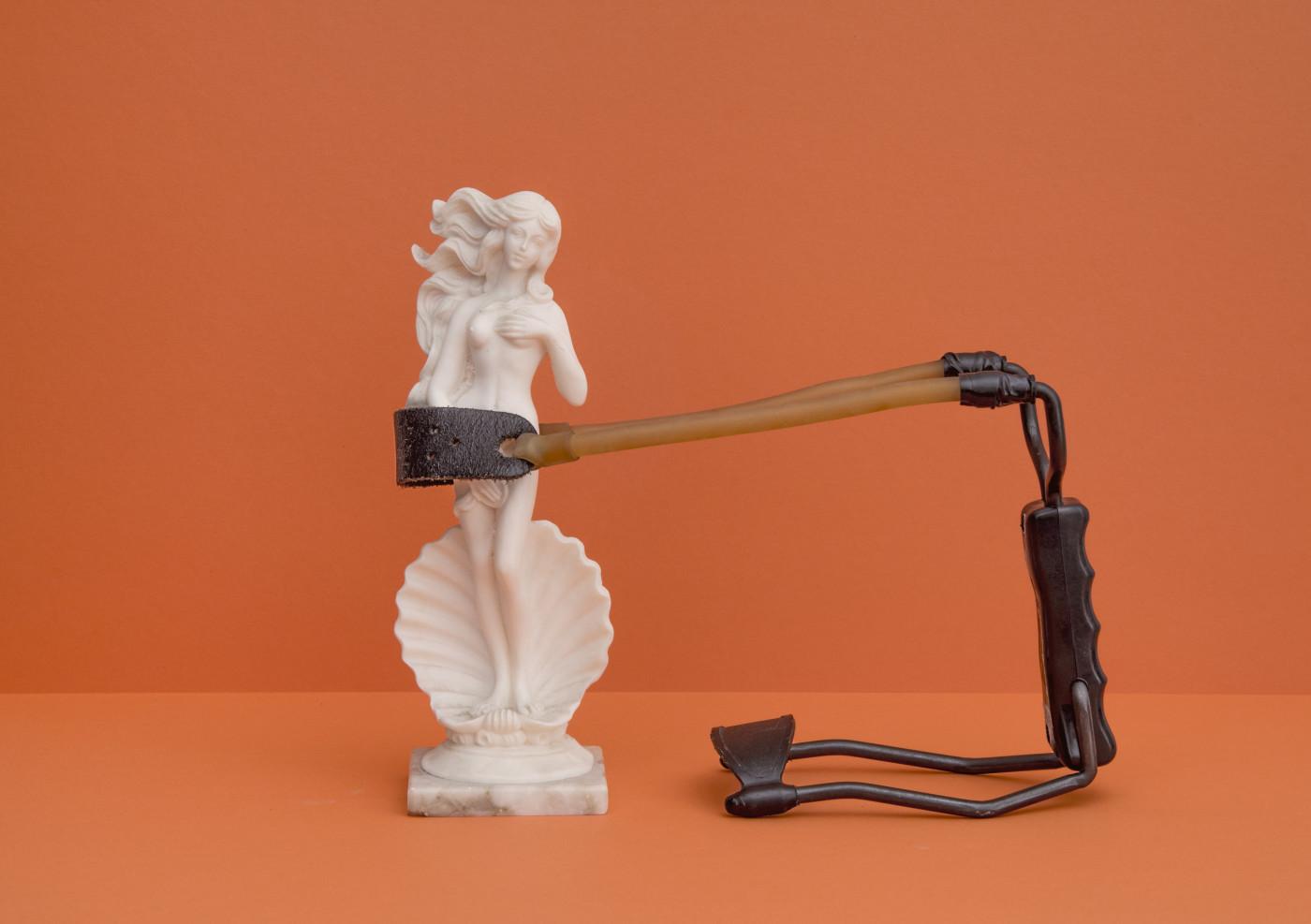 statua tenuta da fionda