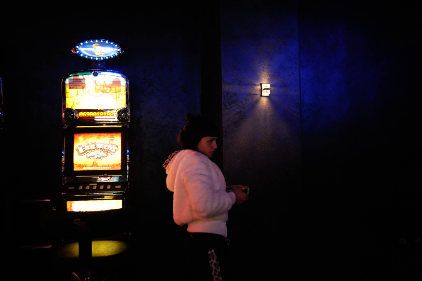 ragazza con slot machine