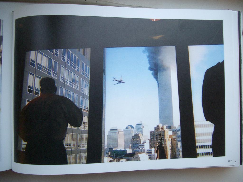 Immagine tratta dal libro Here is New York - Scalo Edizioni 2002