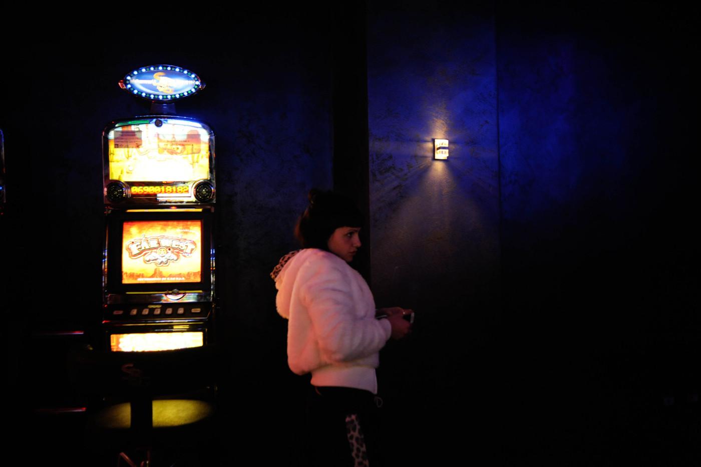 ragazza con slot machine
