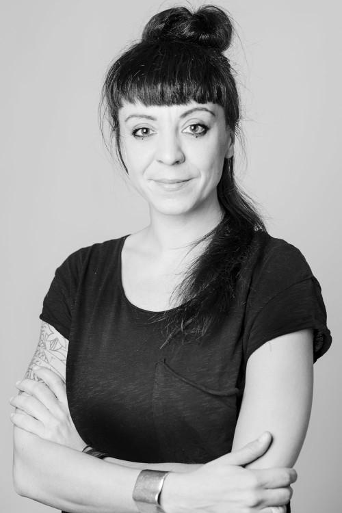 ritratto in bianco e nero di Simona Ghizzoni