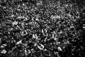 """Roma, novembre 2008. Assemblea generale del movimento studentesco """"Onda Anomala"""" all'Università di Roma La Sapienza contro i tagli all'istruzione pubblica voluti dal ministro Gelmini."""